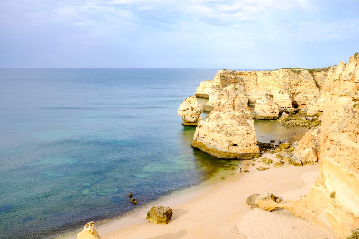 praia do Marinha en Algarve au Portugal