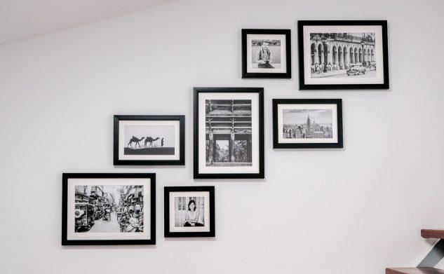 Comment réaliser une composition de cadres sur un mur avec harmonie