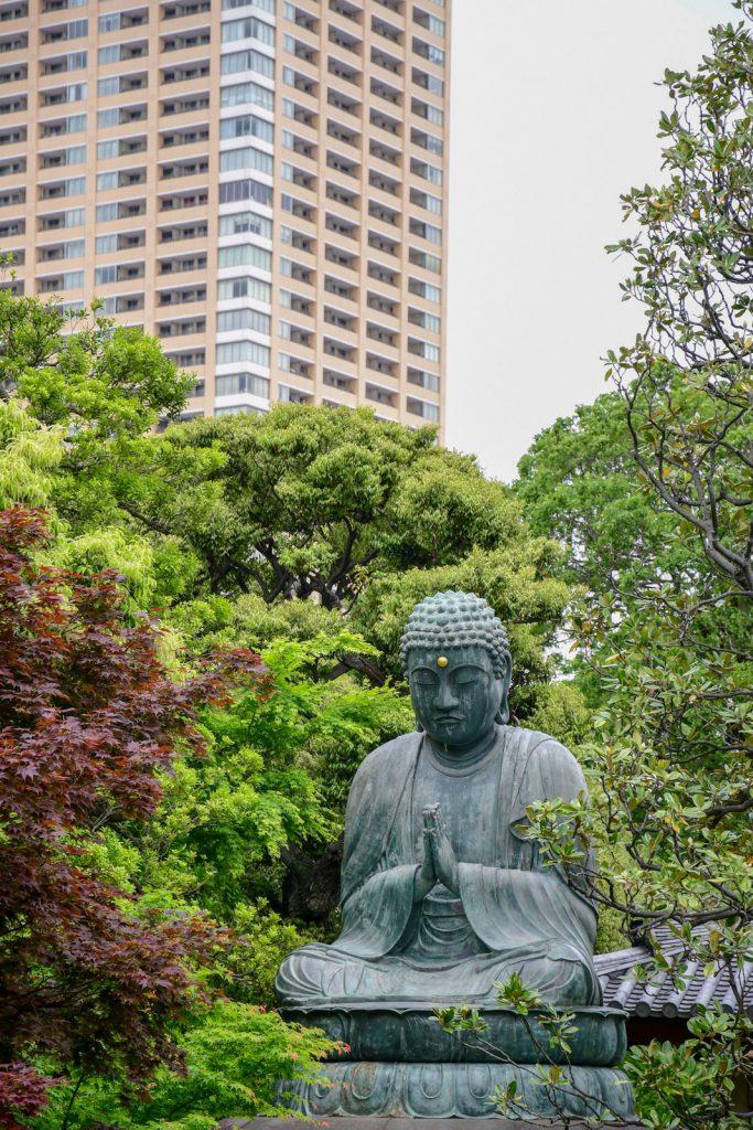 statue bronze tokyo