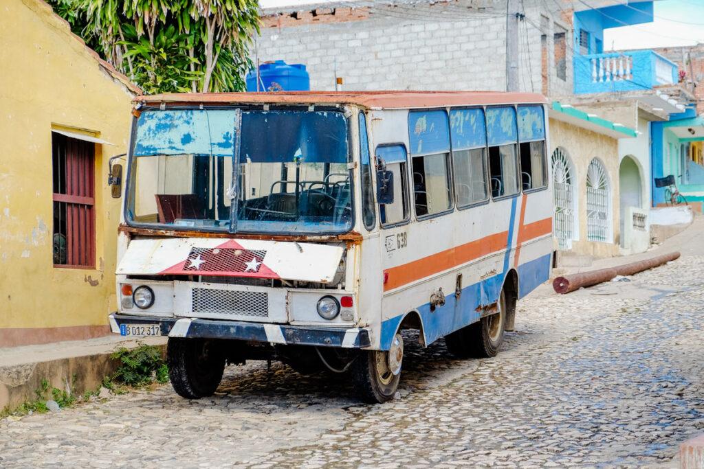 bus vintage cuba